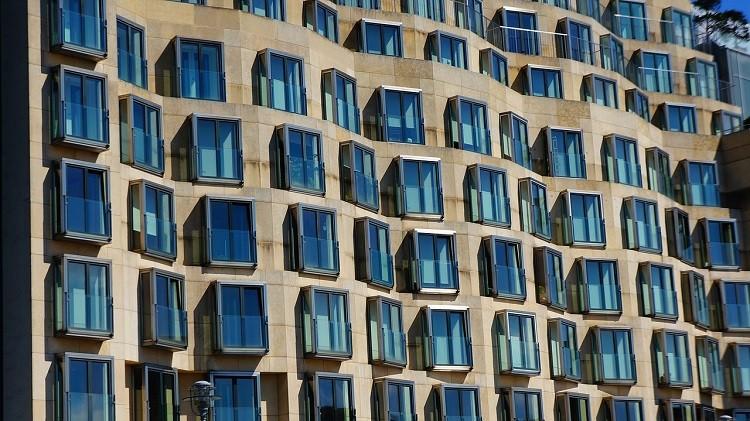 Czy wycinanie uszczelek w oknach zwiększy wentylację w mieszkaniu?
